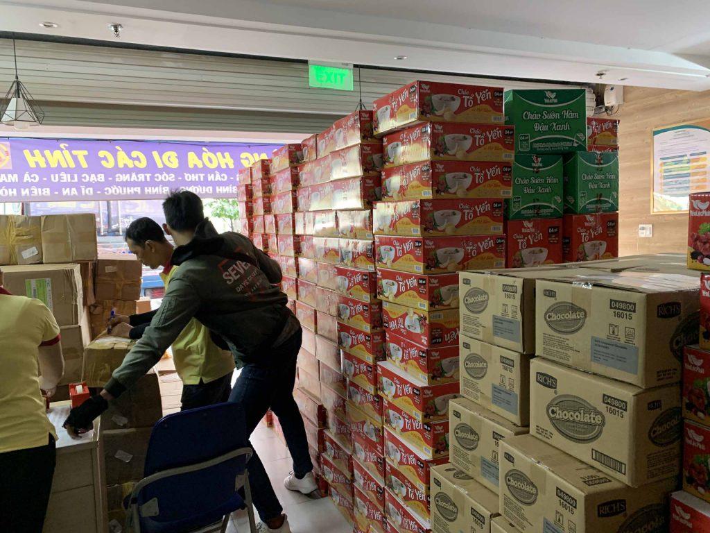 Cảnh hàng hóa gửi đi chi nhánh Phú Quốc