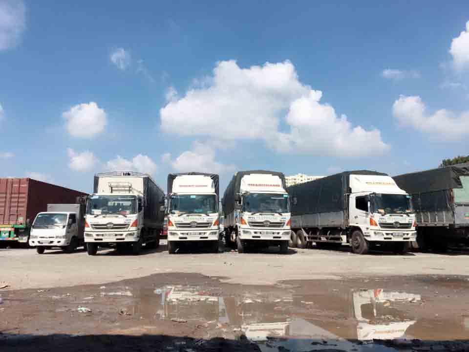 Các phương tiện hiện đại sẵn sàng cho dịch vụ vận chuyển